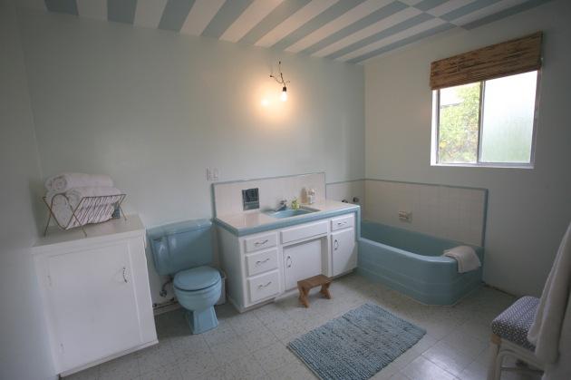 blue retro bathroom mid century vintage bath