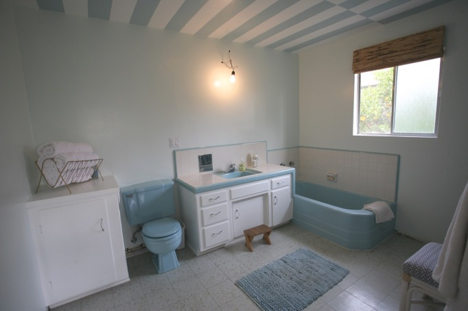 blue retro bathroom mid century vintage bath