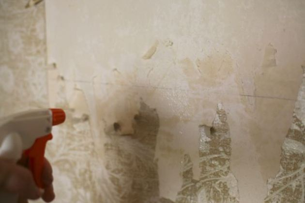 wallpaper removal water and vinegar spray bottle