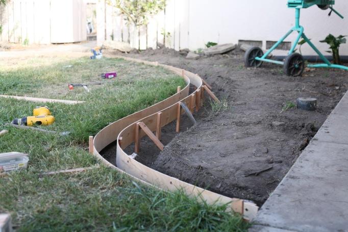 installation DIY curbs concrete curbing border yard lawn landscape