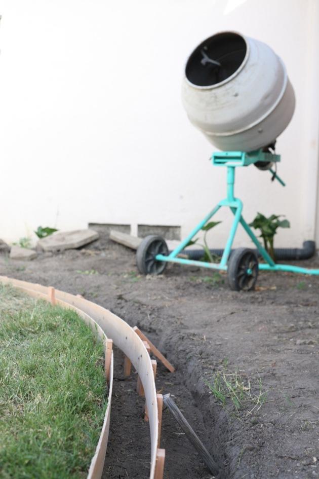 DIY curbs concrete curbing border yard lawn landscape