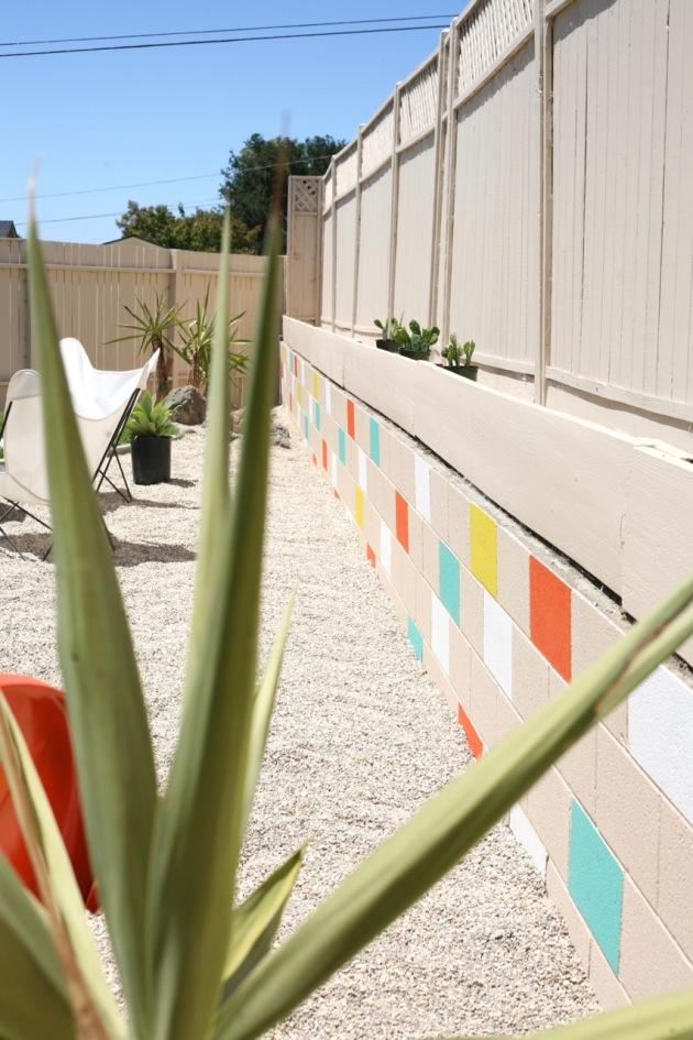 Painted mosaic cinderblock wall suburban pop for Painting cinder blocks for garden