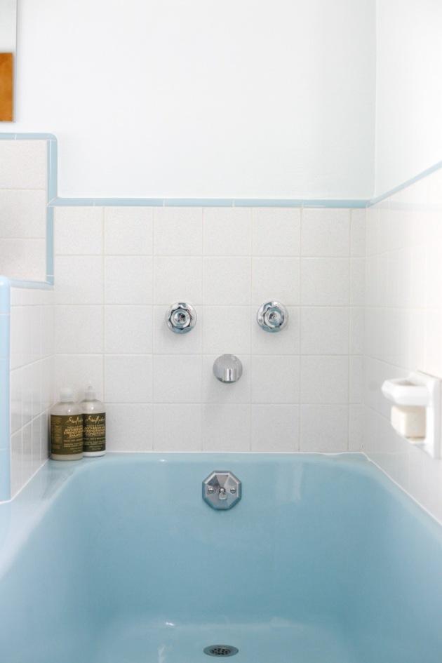 Vintage Blue Bathroom! | Suburban Pop